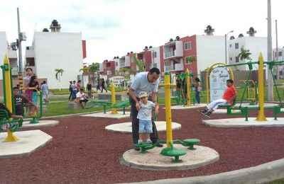 Entrega Ruba áreas recreativas en Paseo de las Palmas, Veracruz