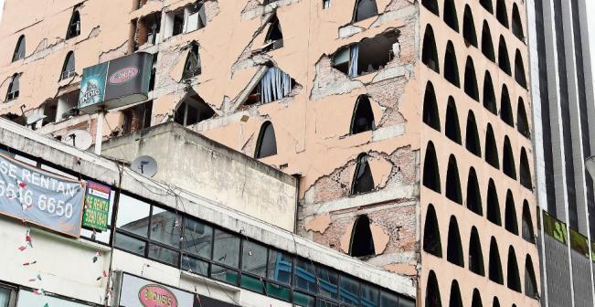 Continúan trabajos de demolición en el edificio de Génova 33