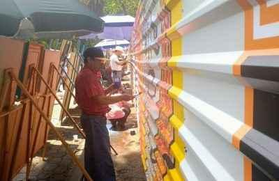 Dan vida al vallado que cubre el Jardín del Arte por obras