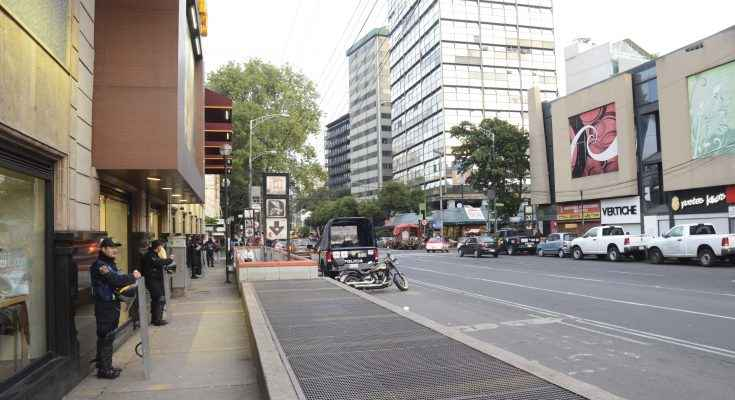 Recuperan paso peatonal y accesos a Metro Chilpancingo