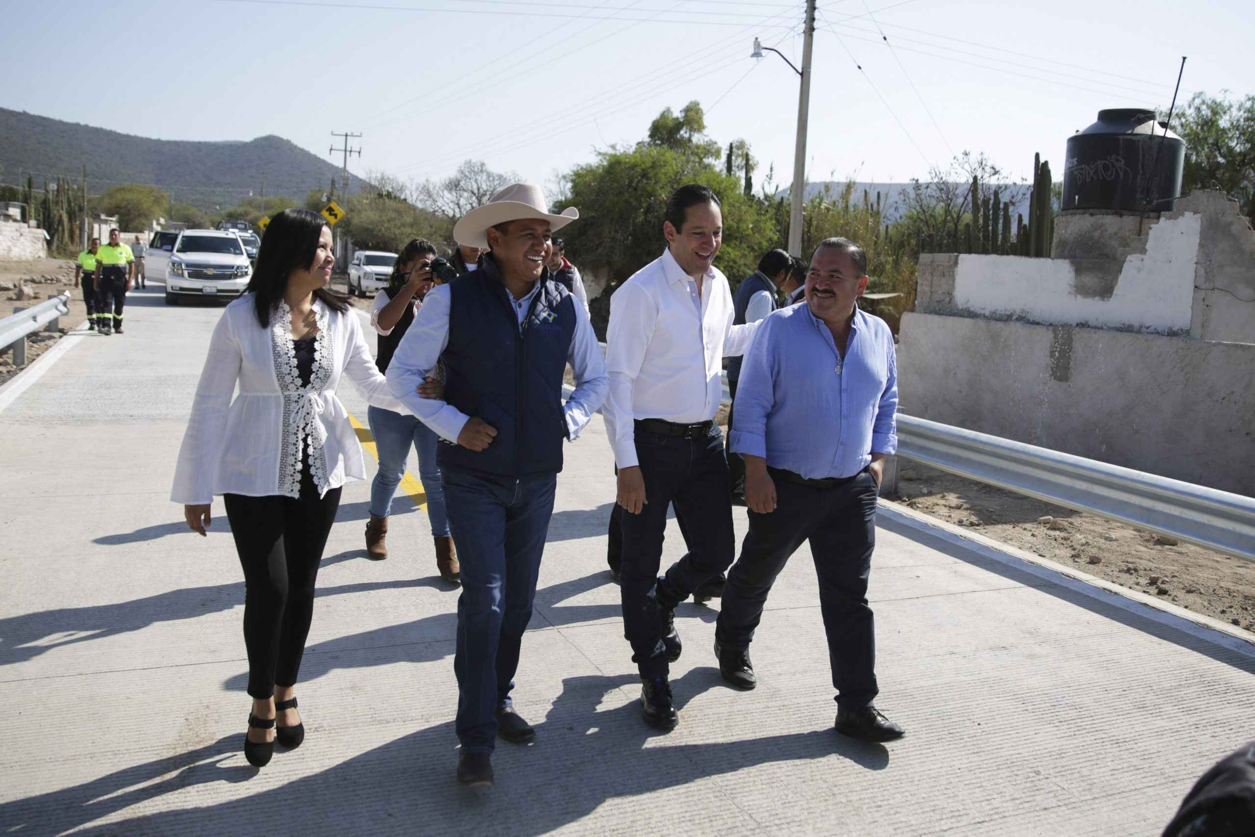 Inauguran modernización de camino en Querétaro