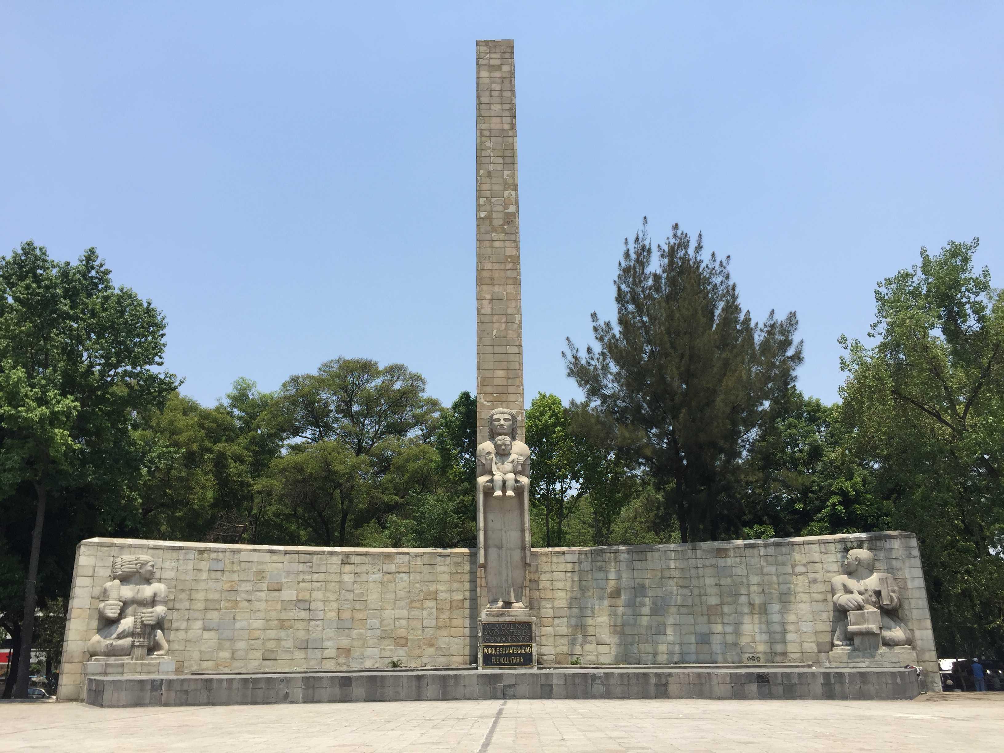 Progresan trabajos de restauración en el Monumento a la Madre