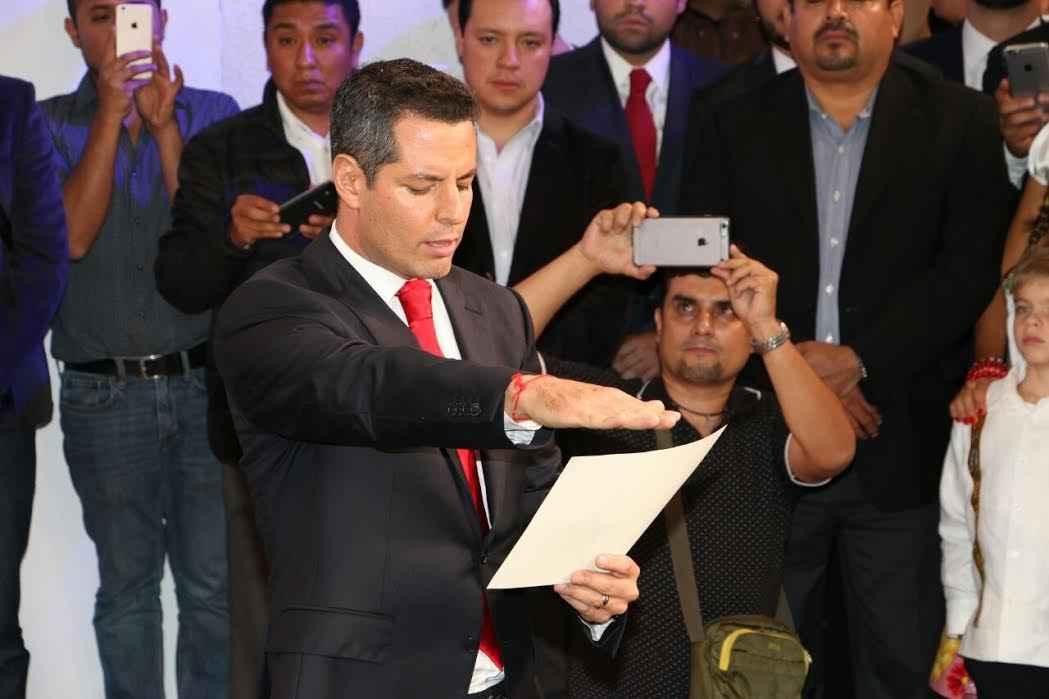 Murat Hinojosa rinde protesta como gobernador de Oaxaca
