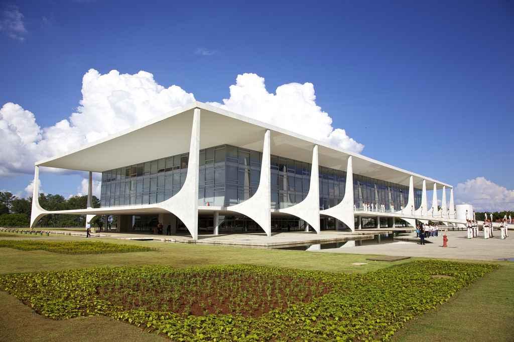 Declaran patrimonio público obras de Niemeyer
