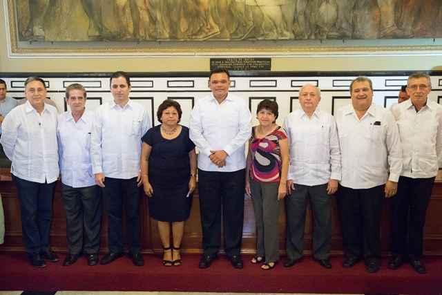 Toman protesta a nueva dirigencia de notarios de Yucatán
