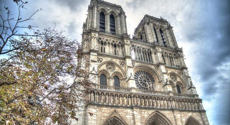 Notre Dame será reconstruida con más de 218 millones de euros