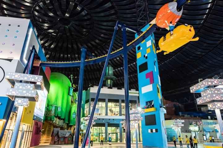 Abren parque de diversiones más grande bajo techo