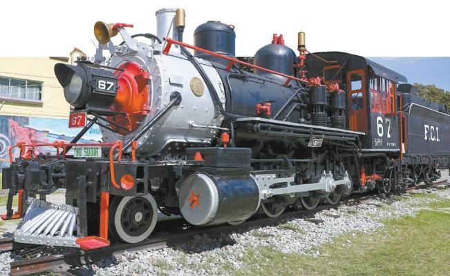 Locomotora Petra se exhibe en el Zócalo de la Ciudad de México