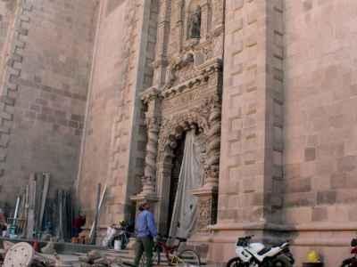 Rehabilitan Puerta Josefina del Templo del Carmen en SLP
