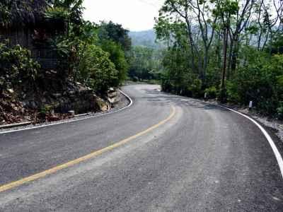 Rehabilitan caminos de zona Huasteca