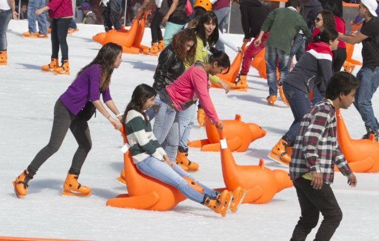 Inauguran pista de hielo en Glorieta de Insurgentes