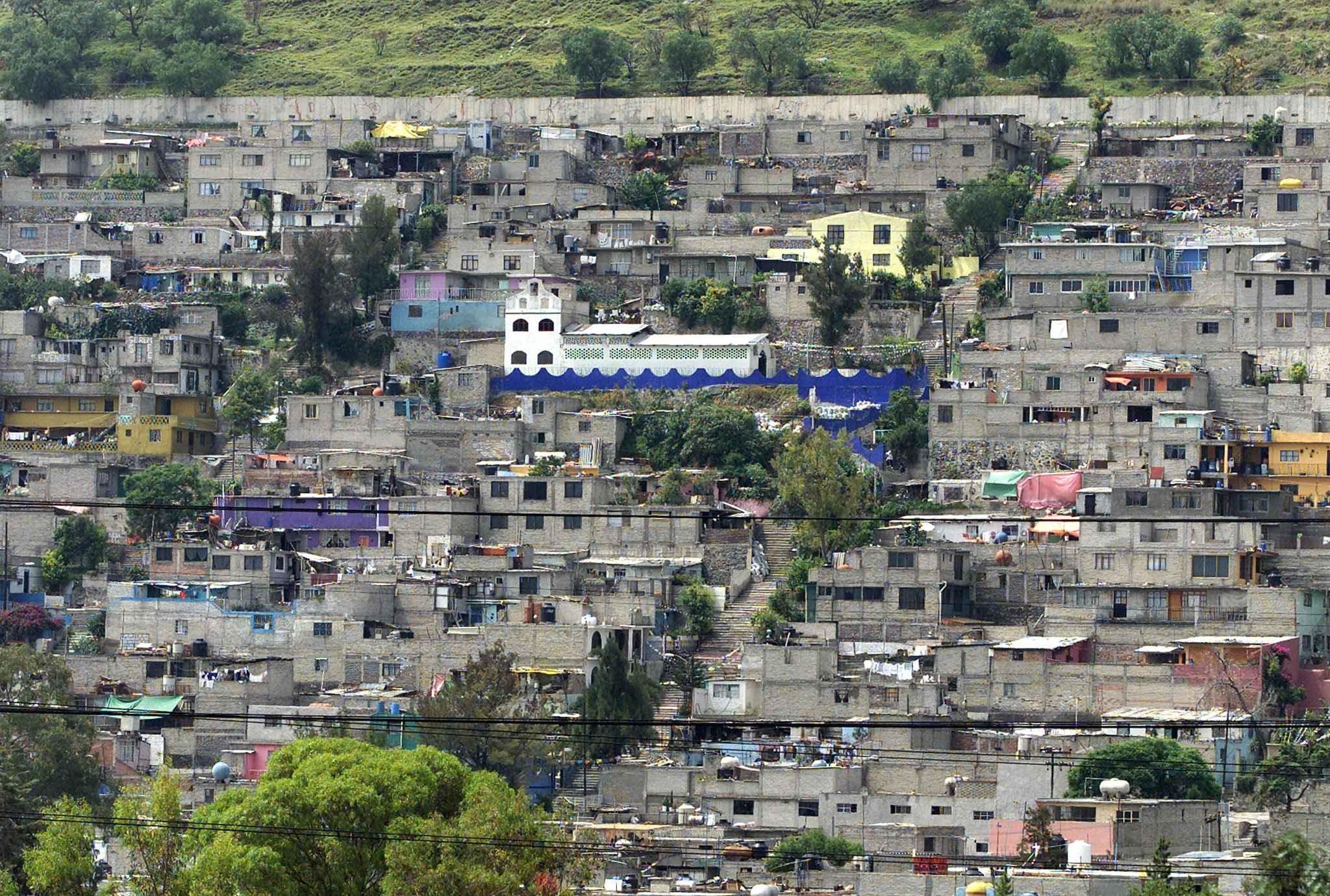 Instalan luminarias en Estado de México