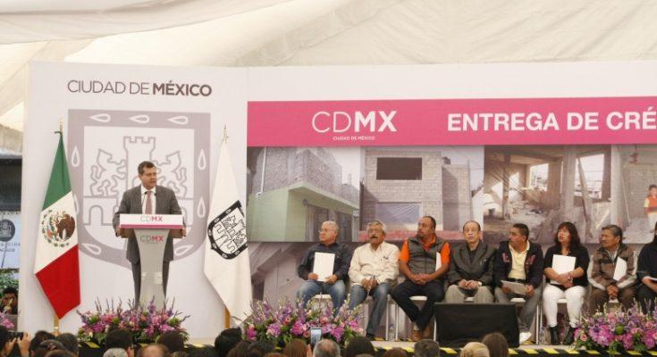 Entrega CDMX créditos de mejoramiento de vivienda