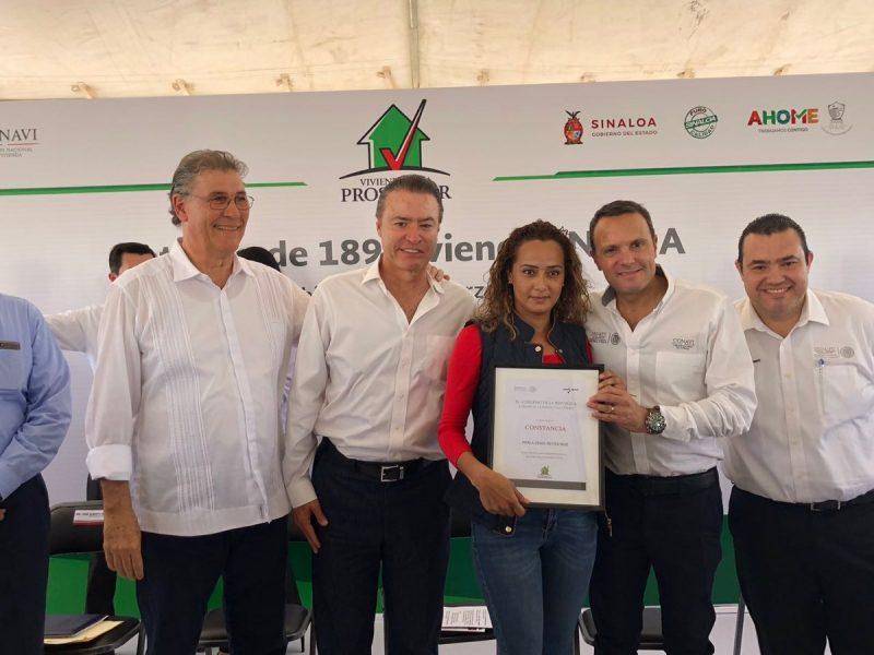 Gobierno de Sinaloa y Conavi entregaron viviendas en Los Mochis