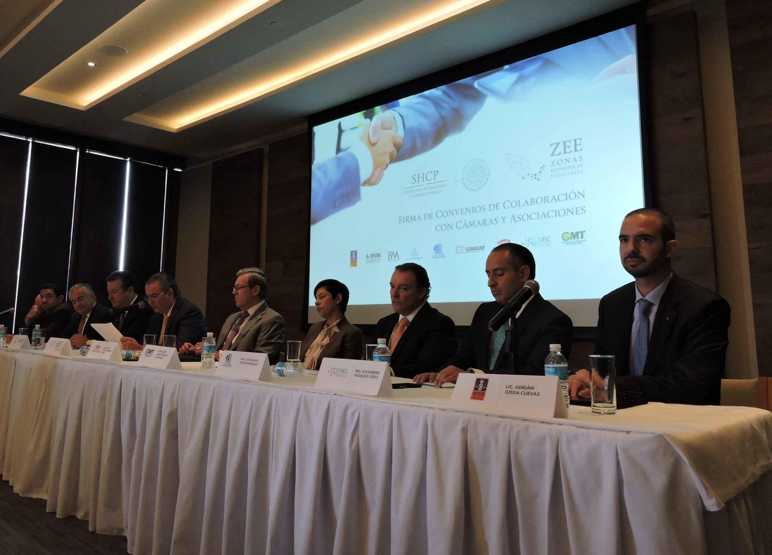 Firman convenio para garantizar inversión y servicios en ZEE